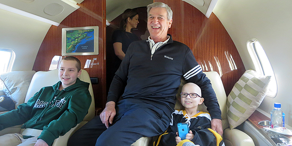 Bruins Bobby Orr and pediatric patients